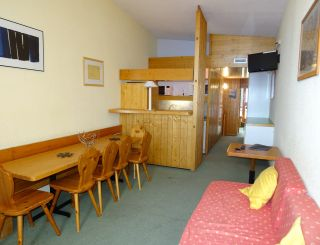 Spacious 4-rooms flat for 9 guests on the top...