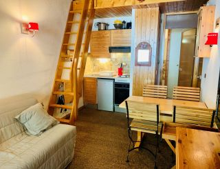 Studio with mezzanine for 3 people located in...