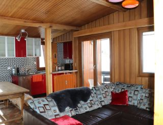 Spacious 2 room cabin mountain view wifi access